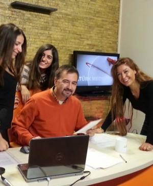 Medya ve İletişim Koçu Hakan Öztürk Spiker Sunucu Adayları ile Eğitim Stüdyosunda